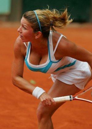 в теннисе главное - грудь (лучше две и большие)