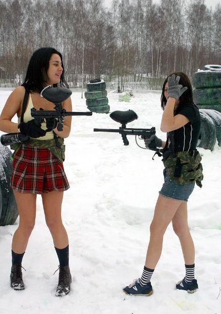 с голыми жопами, но вооруженные