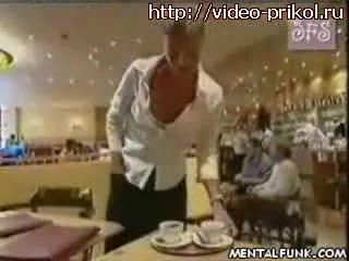 официантка жжот