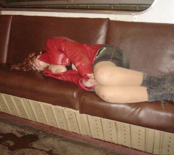 тетя спит, она устала...