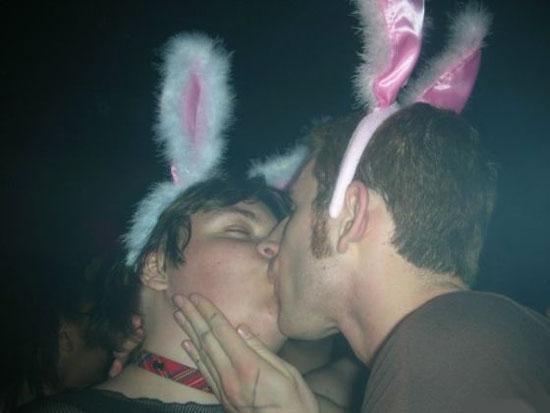 это не зайцы, это петухи
