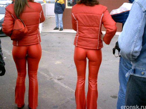 девченки в красном