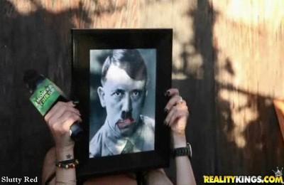 Порно с Гитлером
