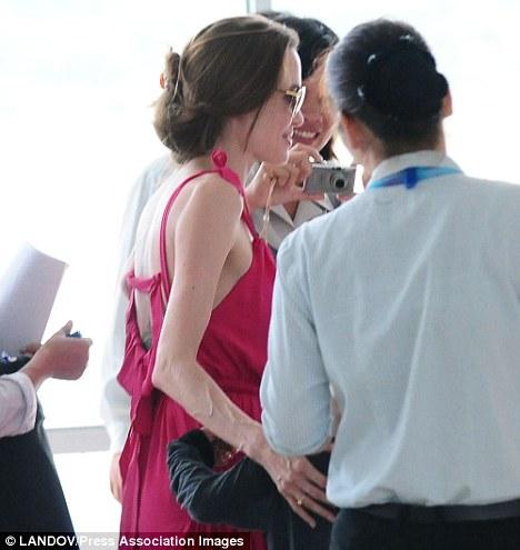 такие вот слухи про Анджелину Джоли