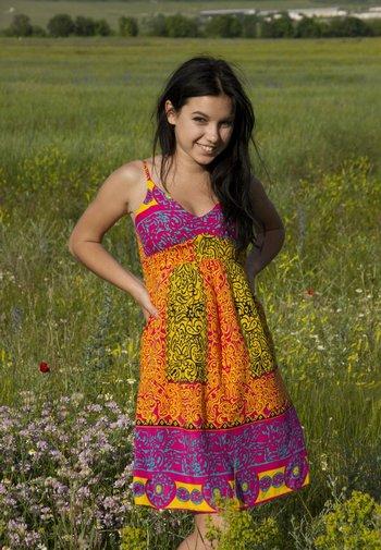 Девушка дня в поле