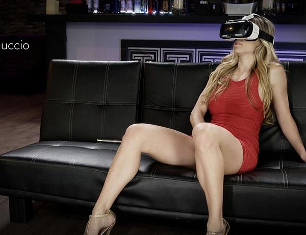 Создатели очков виртуальной реальности разрешат смотреть на них порно