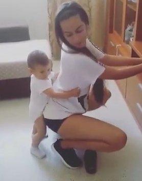 мамин тверк - любимый танец