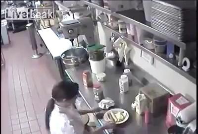 кто заказывал хотдог с пикантной сосиской?