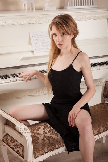 брухля и пианина